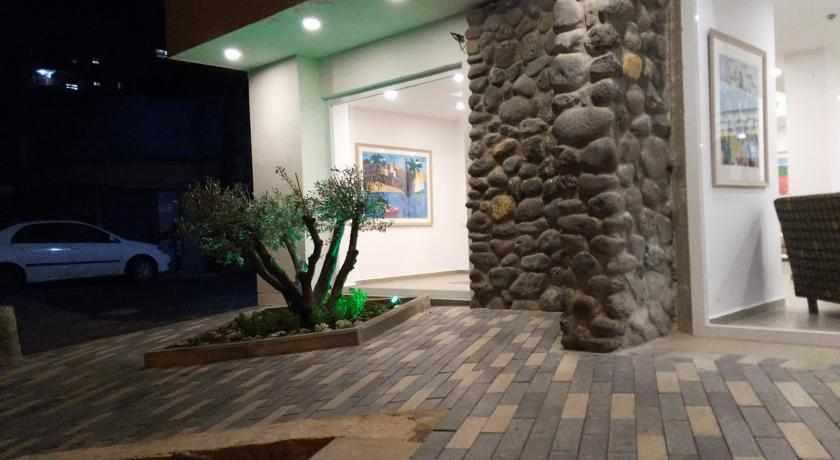 כניסה למלון אסטוריה גליליי טבריה
