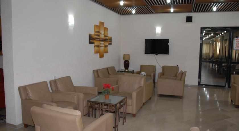 פינת ישיבה מלון עדן בטבריה