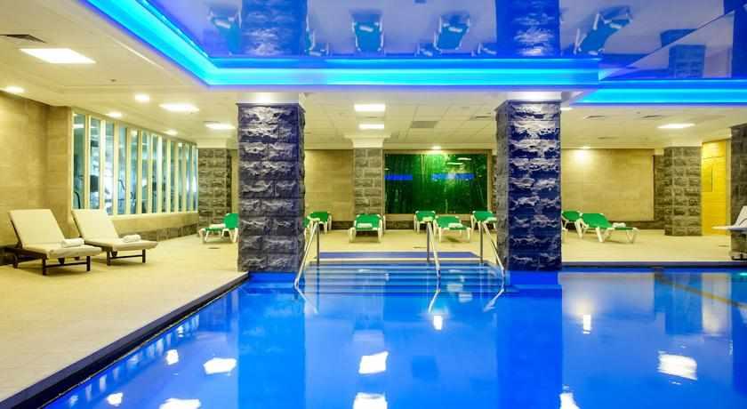 בריכה פנימית מלון קיסר טבריה