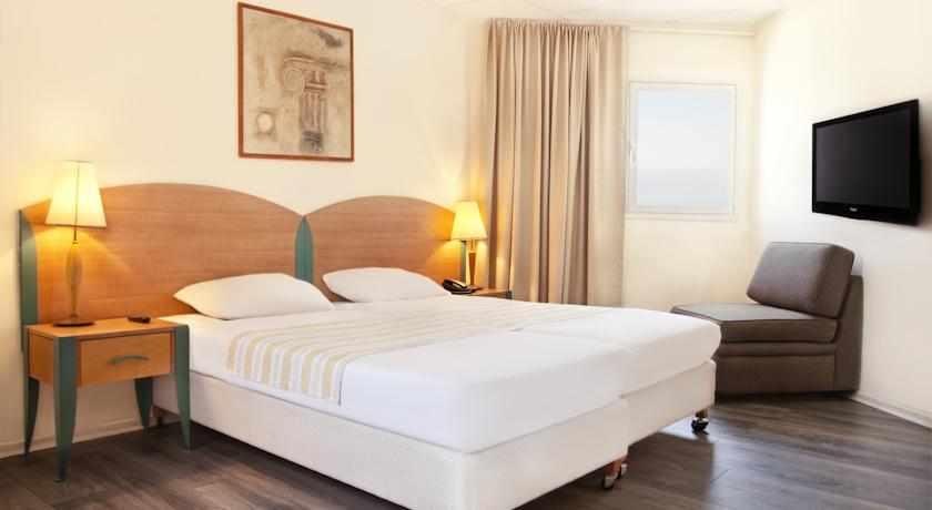 חדר דלקס מלון ארקדיה טבריה