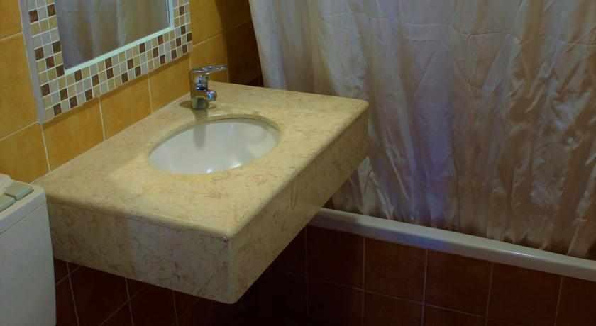 אמבטיה מלון אביב טבריה