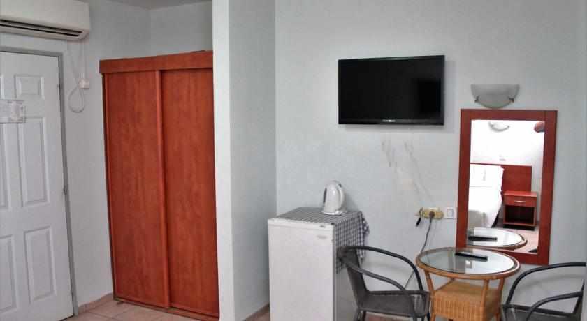 חדר מאובזר מלון אביב טבריה