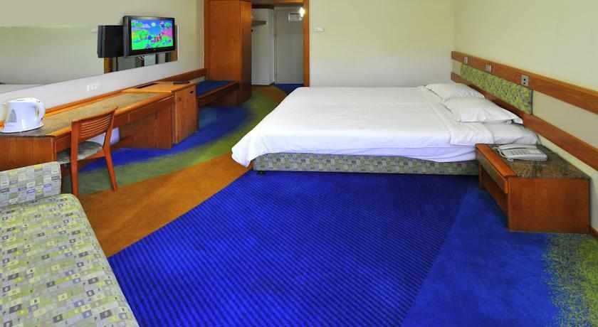 חדר משפחה מלון חוף גיא בטבריה