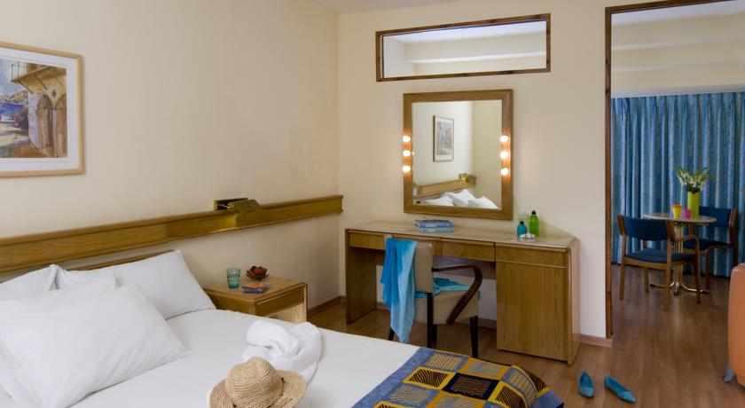 חדר סטנדרט מלון לאונרדו טבריה