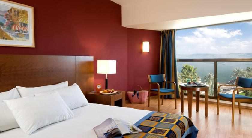 מיטה זוגית מלון לאונרדו טבריה