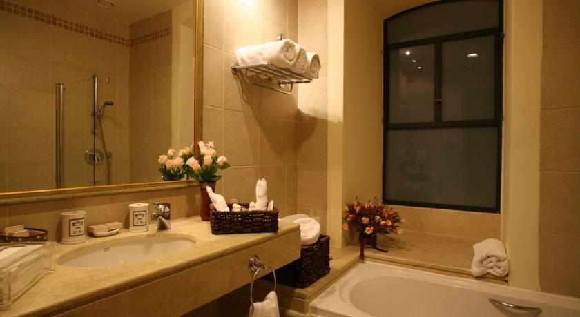 אמבטיה המלון הסקוטי