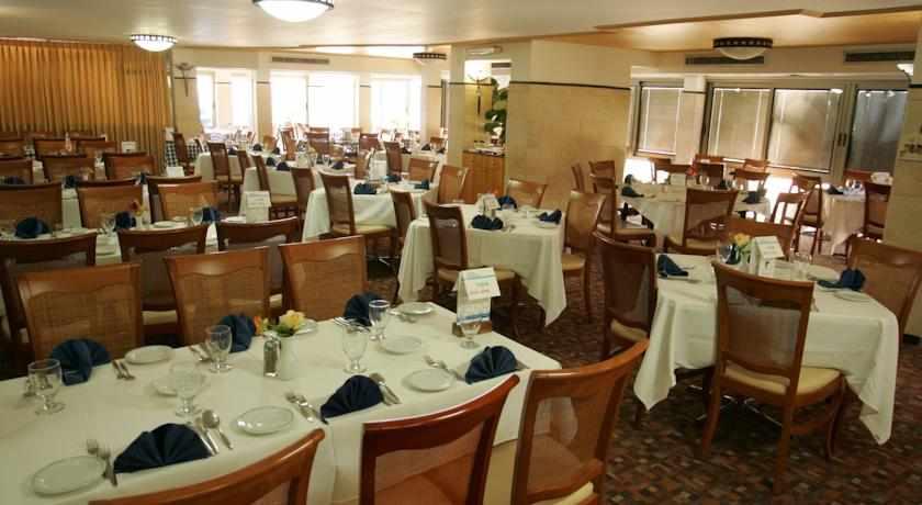 חדר אוכל מלון חוף רון בטבריה