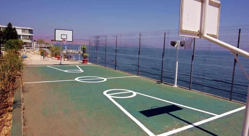 מגרשי ספורט מלון חוף רון בטבריה