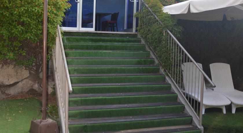 מדרגות ספא וילג' טבריה