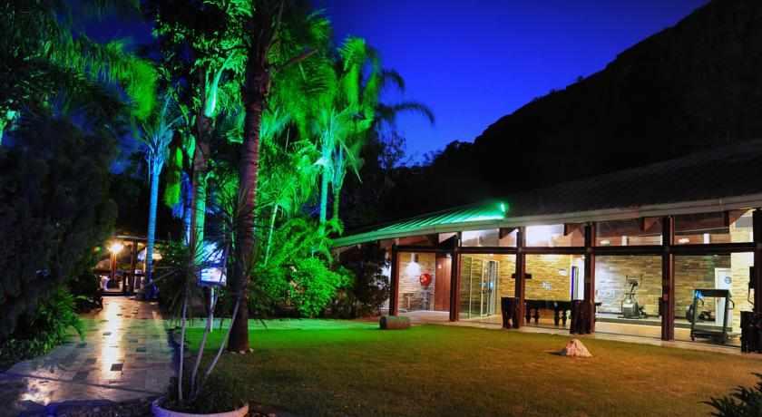 מלון ספא וילג' טבריה בלילה